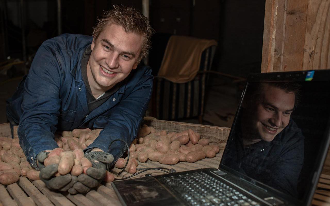 Parttime aardappelteler Sytze Zijlstra is tevens ICT-docent bij ROC Friese Poort. Hij liet de digitale veiligheid op zijn bedrijf controleren. ,,Ik bin op 'e goeie weg.''