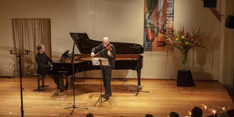 Karel Boeschoten op viool en David Bismuth op piano bij de uitvoerijg van Ralph Vaughan Williams' The Lark assending . FOTO ILJA ZONNEVELD