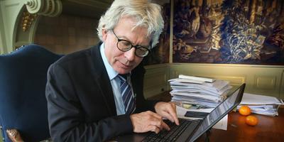 Ferd Crone was op 15 november tien jaar burgemeester van Leeuwarden. In december kondigde hij zijn vertrek aan. FOTO NIELS WESTRA