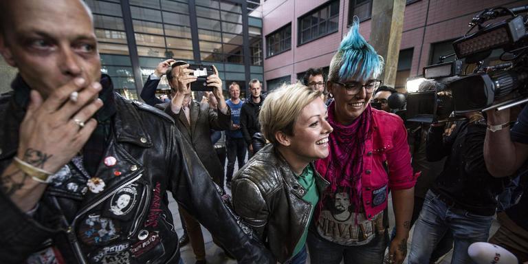 Sander Slijver (links) en Jenny Douwes, bij de rechtbank. Foto Jacob van Essen/Hoge Noorden