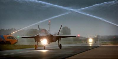 De aankomst van de eerste F-35 op Vliegbasis Leeuwarden in 2014.