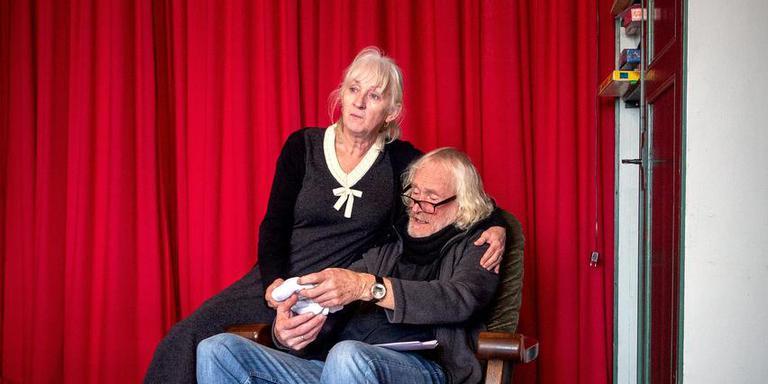 Joke Tjalsma en Jan Arendz: ,,It antwurd ha wy ek net.'' FOTO JILMER POSTMA