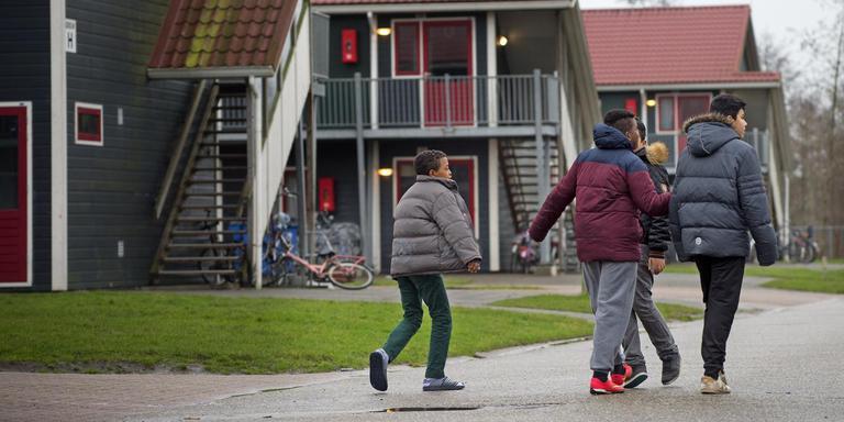 Op het azc van Burgum wonen tientallen kinderen die net als Lili en Howick al jaren in Nederland verblijven en naar hun geboorteland dreigen uitgezet te worden.