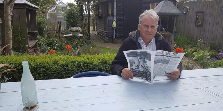 Berend Jan Hazenberg met De Vliezier . Hij wil af van de verplichting om elke week met iets te moeten komen. FOTO AGNES NAGTZAAM