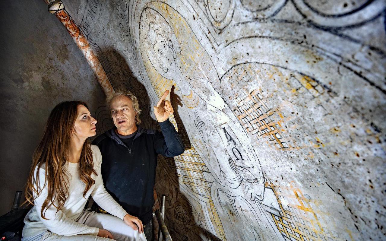 Vorig jaar bekeken Randolph Algera en de italiaanse restaurateur Caterina Manisco het Boazumer fresco.