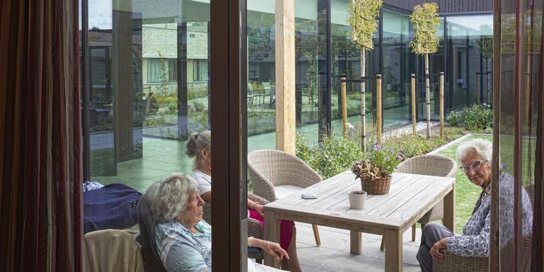 De LC-publieksprijs, gekoppeld aan de Vredeman de Vriesprijs, is gewonnen Nieuwbouw Parkhoven in Leeuwarden. Architect NL Architecten uit Grou (Teunis Vonk en Robert Landstra), opdrachtgever Kwadrantgroep.