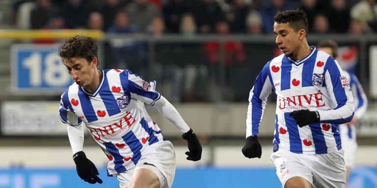 Yassine El Ghanassy (rechts) in actie bij SC Heerenveen. Links Filip Djuricic. FOTO ARCHIEF LC