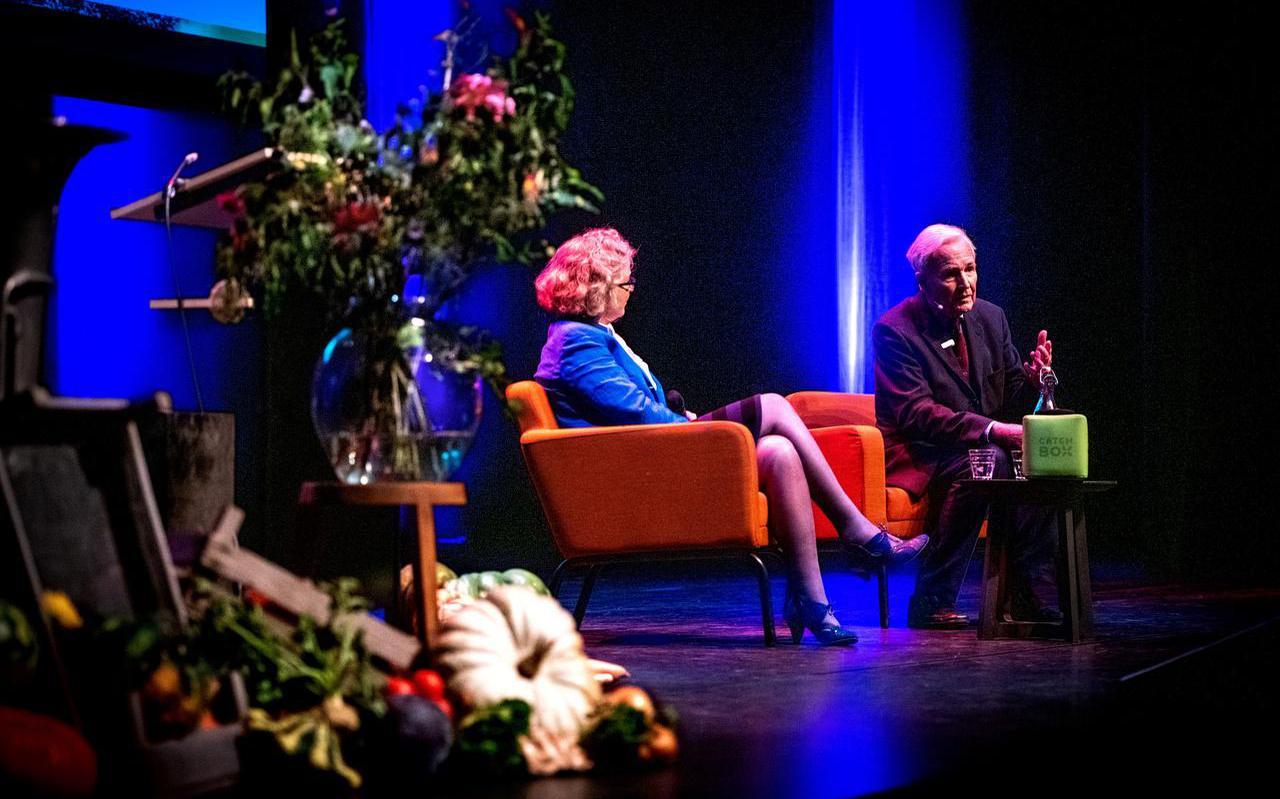 Oud-politicus en schrijver Jan Terlouw sprak op de Festival B in schouwburg De Lawei in Drachten. FOTO JILMER POSTMA