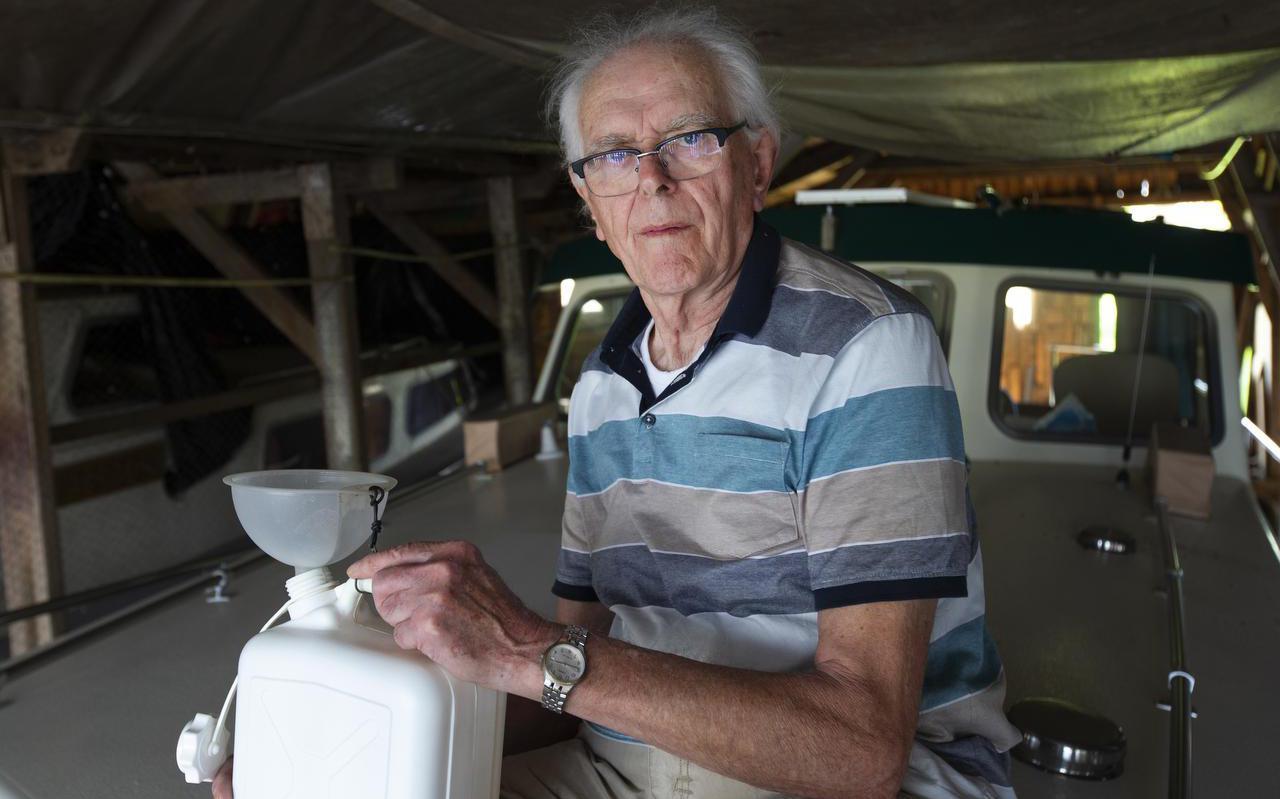 Johan van Oostveen zorgt al jarenlang voor een nette lozing van zijn vervuild toiletwater. FOTO HOGE NOORDEN/JAAP SCHAAF