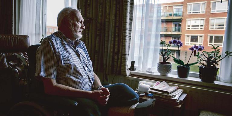 Op bezoek bij een gemeentelid. Na amputatie van zijn benen moet hij leven in en met een rolstoel. FOTO MAARTEN BOERSEMA