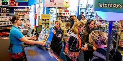 Overal in Nederland was het druk bij Intertoys dit weekend. FOTO ANP