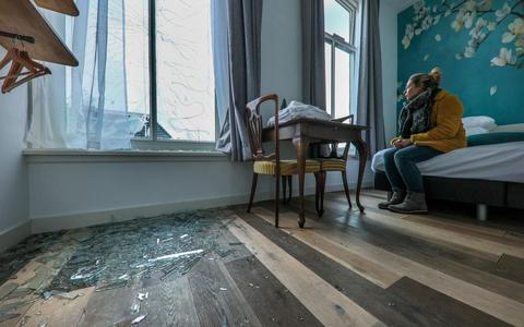 Hulpexplosie na carbidbom bij Hotel Anne-Klare in Joure