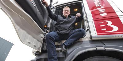 Vrachtwagenchauffeur Johannes Ritsma: ,,Ik mei dit dwaan en krij der noch jild foar ek.'' FOTO RENS HOOYENGA