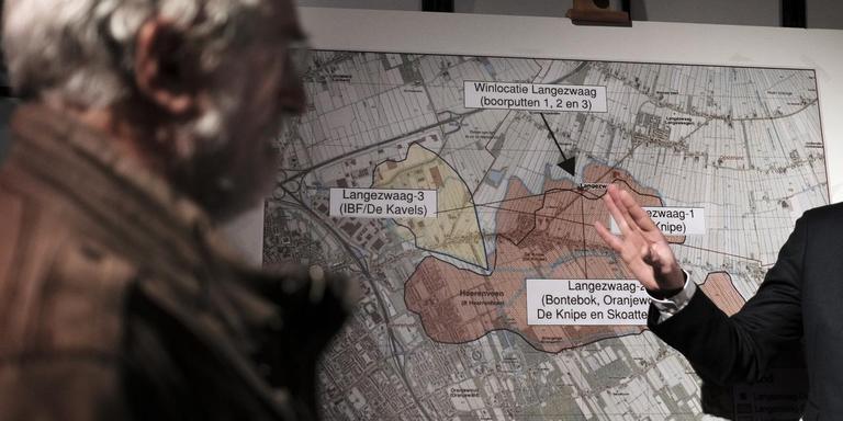 Een kaart met de gasboringen onder Heerenveens grondgebied