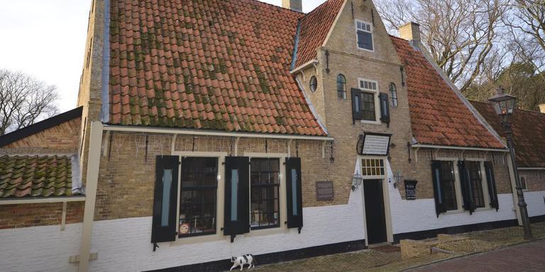'Het Armhuis is niet zomaar een stukje onroerend goed', vinden veel Vlielanders: het is een van de belangrijkste monumenten op het eiland. FOTO ANKE BRUIN