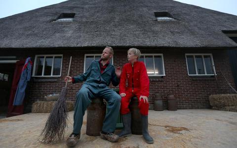 Afscheid van de laatste boer van Friesland op boerenerf in Wjelsryp