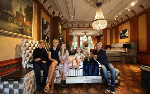 Sinds vier jaar wonen Pauline en Dirk van der Meulen met hun kinderen in De Klinze.