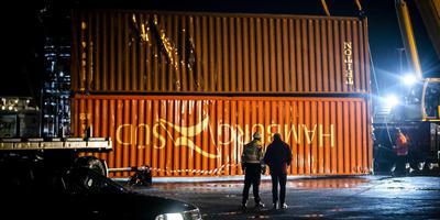 Uit zee geviste containers van vrachtschip MSC Zoe op de kade van Lauwersoog. FOTO ANP