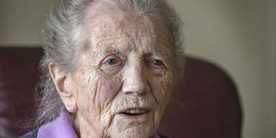 Jeltje Huizenga-Vries viert vandaag haar honderdste verjaardag. FOTO RENS HOOYENGA