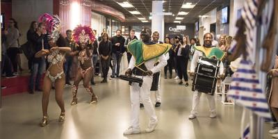 International Day op Stenden in Leeuwarden, waar studenten van verschillende nationaliteiten hun eigen land kunnen promoten. FOTO HOGE NOORDEN/JACOB VAN ESSEN