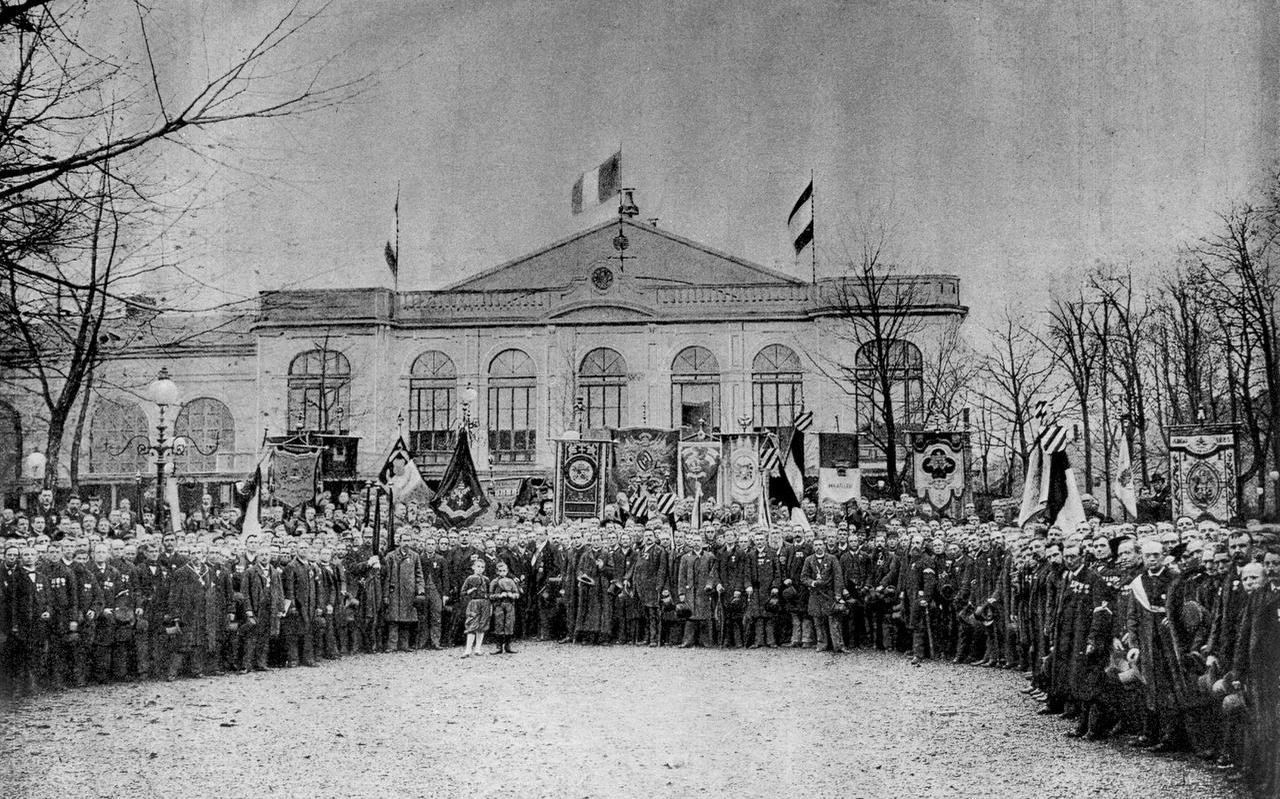 Herdenking in 1892 in Utrecht met zouaven van de Slag bij Mentana van 25 jaar eerder. FOTO UTRECHTS ARCHIEF