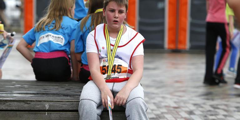 Uitpuffen na de Kidsrun. FOTO HENK JAN DIJKS
