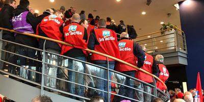 Vakbondsleden drongen maandag even na het middaguur het hoofdkantoor van werkgeversorganisatie FME in Zoetermeer binnen. Foto FNV