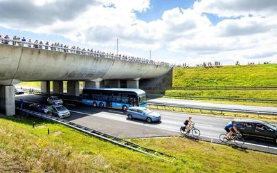De Elfwegenparade over de Wâldwei bij aquaduct Langdeel in de zomer van 2018. FOTO JILMER POSTMA