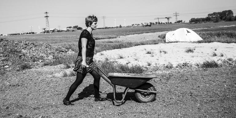 Marin Leus aan het werk op het land. FOTO TON GROOT HAAR