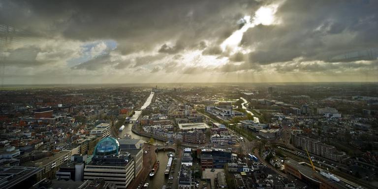 Uitzicht vanuit de Achmeatoren. De Panoramazaal is alleen op zaterdag toegankelijk. FOTO HOGE NOORDEN/JACOB VAN ESSEN