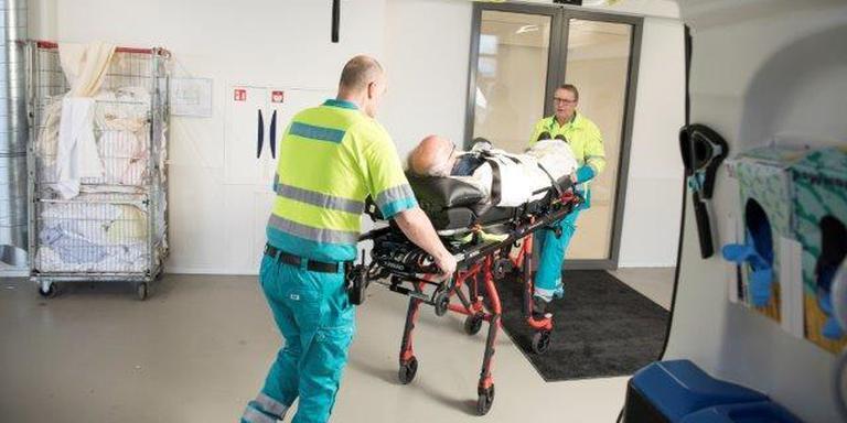 Ambulancepersoneel in actie op de nieuwe Spoedeisende Hulp van MCL.