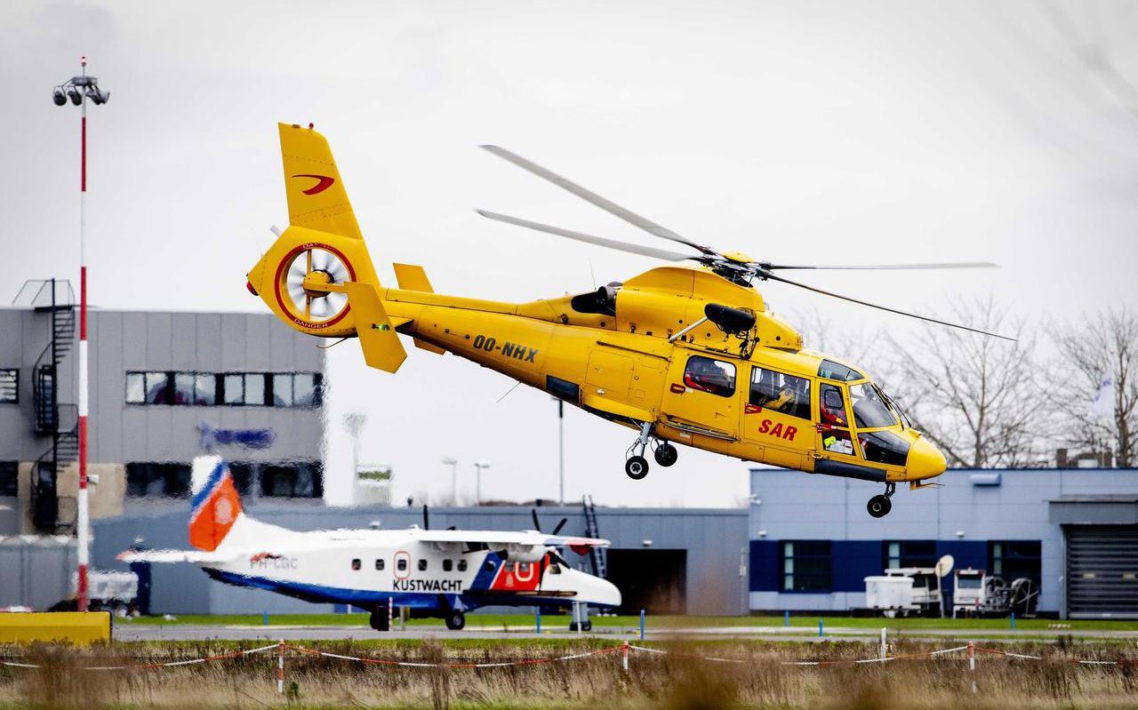 De SAR-helikopter vertrekt van de basis in Den Helder, op zoek naar opvarenden van de UK165.