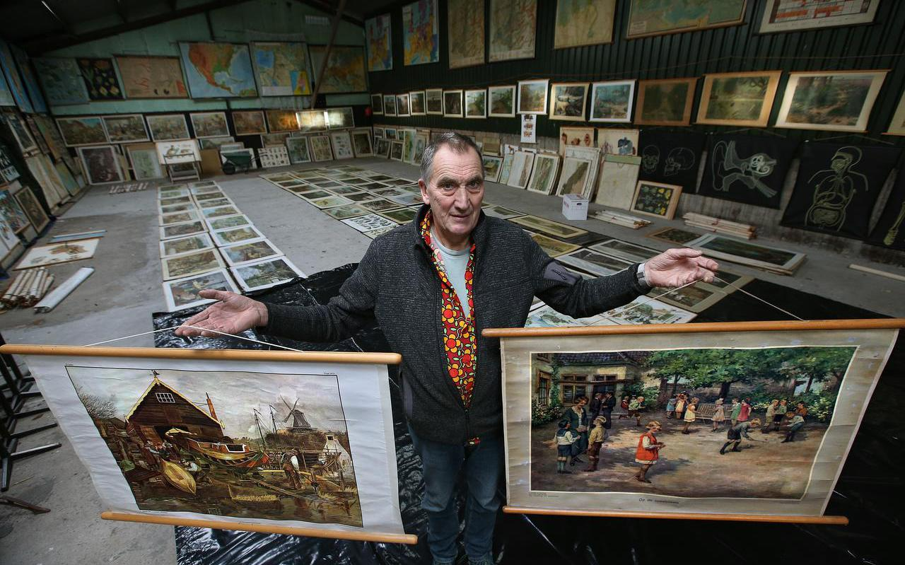 Piet Heeringa, eigenaar van Schoolplatenmuseum Deinum, heeft in de coronaperiode opgeruimd en verkoopt nu alle dubbele schoolplaten en landkaarten.
