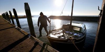 Jan de Vries van Laaksum, beroepsvisser op het IJsselmeer. FOTO ARCHIEF LC/CATRINUS VAN DER VEEN