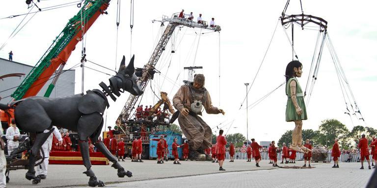 Na het bezoek van de reuzen van Royal De Luxe gaat het Culturele Hoofdstadjaar nog een paar maanden vrolijk door. FOTO ANTON KAPPERS