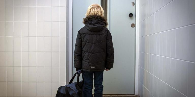Een kind wordt lang niet altijd terecht uit huis geplaatst, stelt Harry Berndsen, die onderzoek doet naar fouten in jeugdzorgrapportages.
