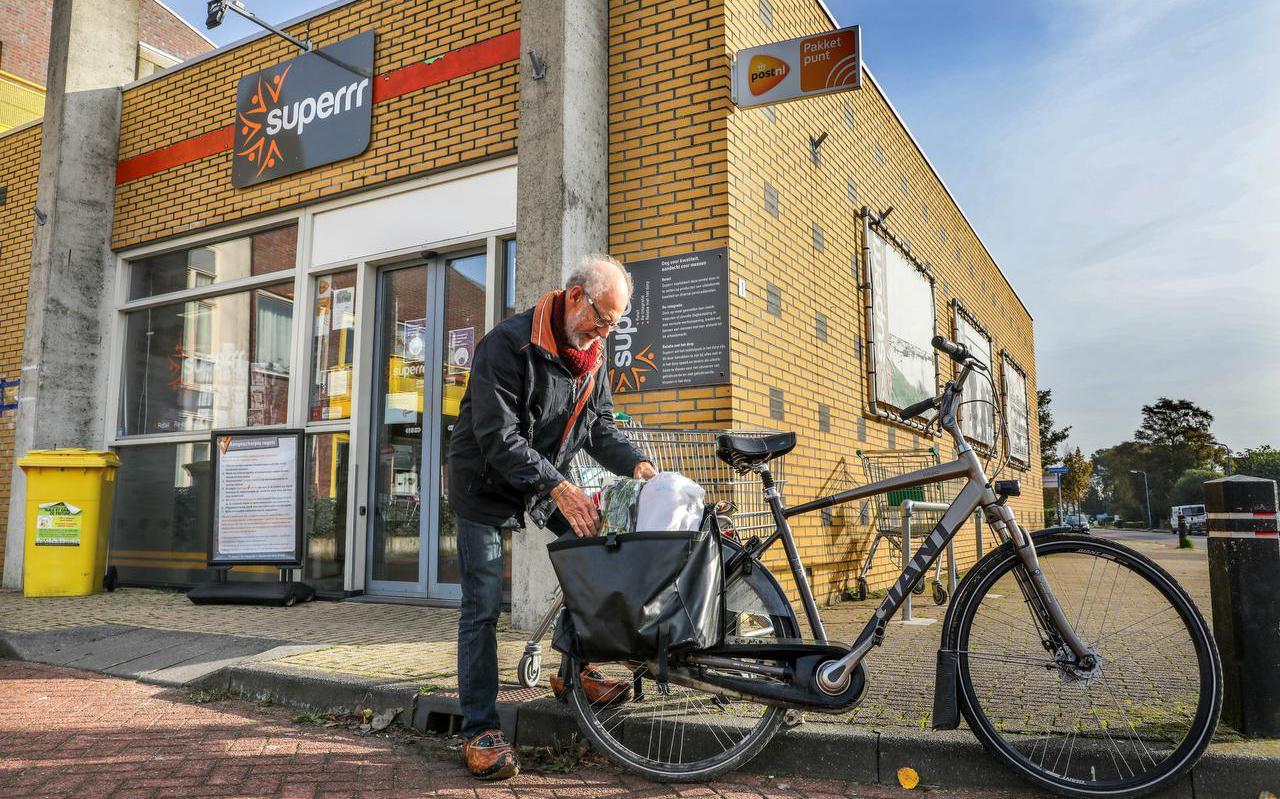 Sibbele Witteveen was verrast toen hij hoorde dat zorgsupermarkt Superrr in Oosterzee gaat sluiten.