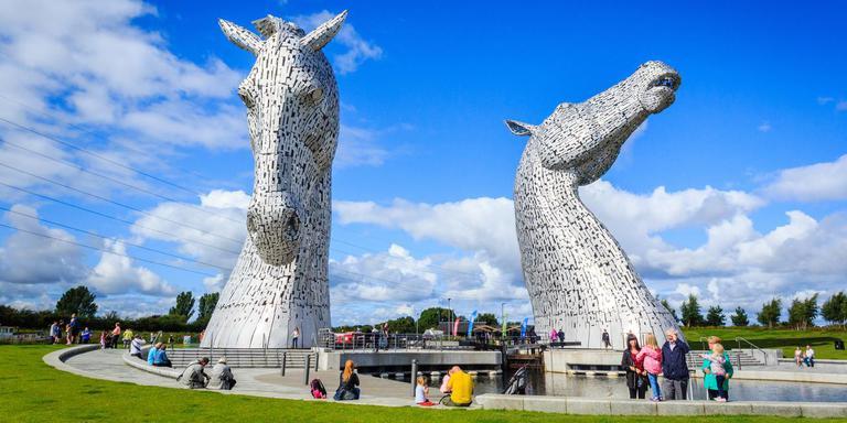 Andy Scott ontwierp The Kelpies. Het beeld staat in het Helixpark in het Schotse Falkirk. ARTIST'S IMPRESSION