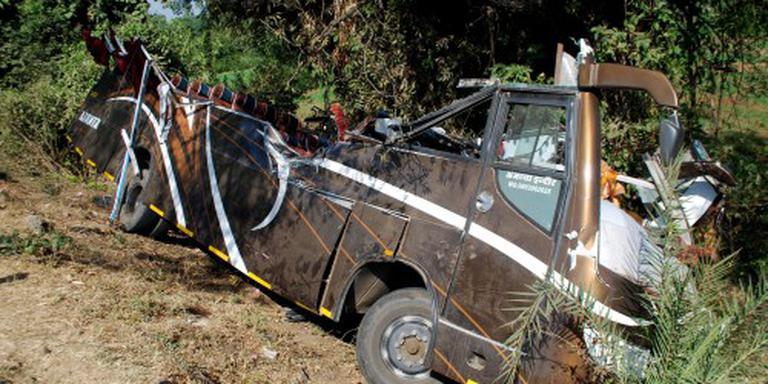 Tientallen doden bij verkeersongeluk India