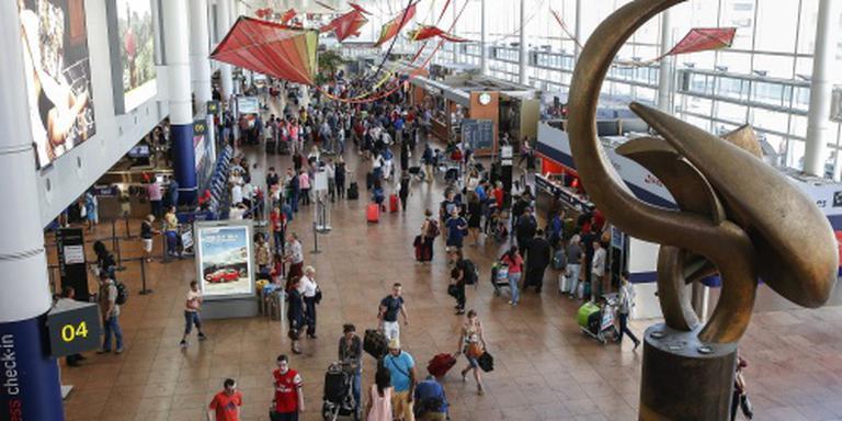 Schoten en Arabische leuzen voor explosies