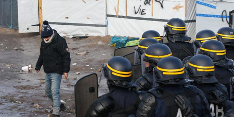 Fransen hervatten ontruiming kamp in Calais