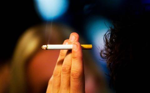 Kop-in-het-zandpolis voor wie graag rookt en drinkt?