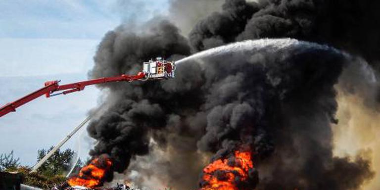 Blussen brand Drenthe gaat nog hele nacht door