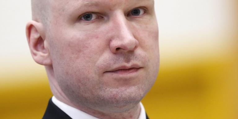 'Breivik onmenselijk behandeld in gevangenis'