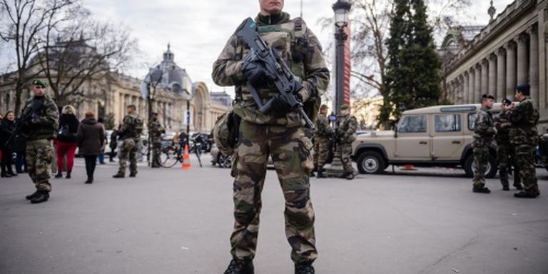 In Frankrijk 100.000 politiemensen op de been