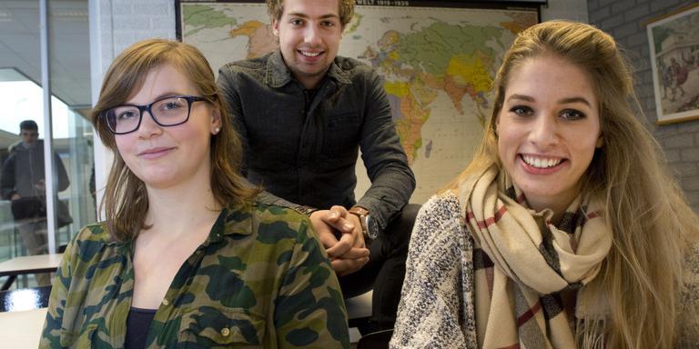 De nieuwe generatie docenten (vlnr): Sierra Siemens, Sander Dekker en Hannah abu Hariri. FOTO HOGE NOORDEN/JAAP SCHAAF