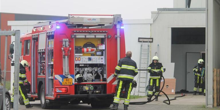 Bij een explosie bij vleesbedrijf Select Meat aan de Verlengde Edisonstraat in Harlingen heeft een medewerker zaterdagochtend brandwonden opgelopen. FOTO NICK DEN BOER
