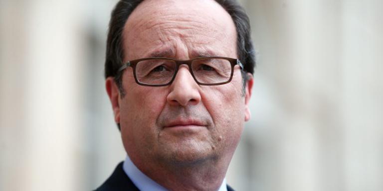 Hollande belt met paus na aanslag