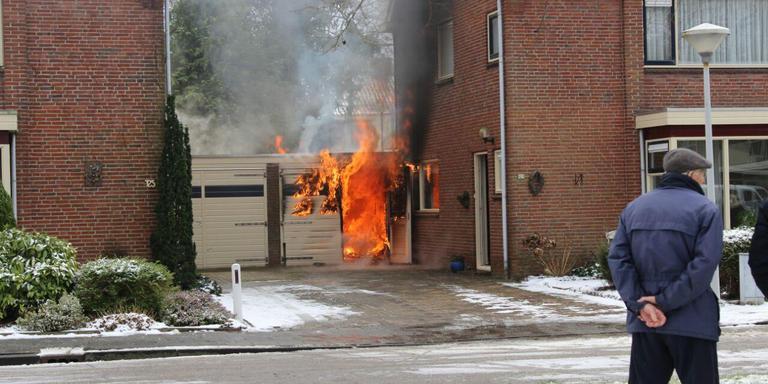 Woningbrand in de Gauke Boelensstraat in Drachten. FOTO DE VRIES MEDIA.