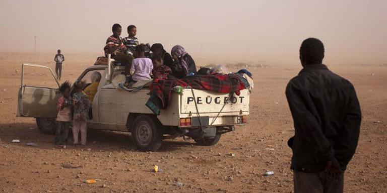 Smokkelaar laat migranten creperen in woestijn